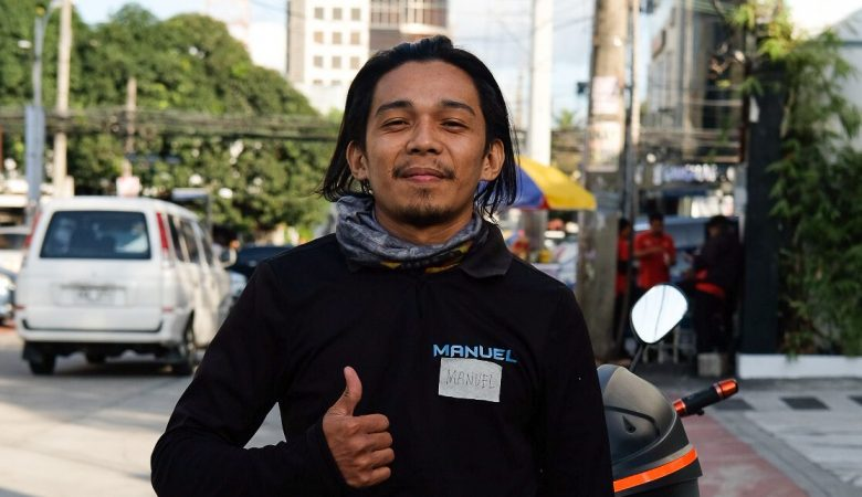 An image of a customer named Manuel